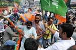 Bharatiya Janata Party (BJP) workers clash with Jharkhand Mukti Morcha (JMM) workers who showed black flags to Union Steel Minister Narendra Singh Tomar at Hinoo Chowk in Ranchi.