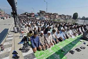 People offer funeral prayers for those killed in the Jammu and Kashmir flood devastation at Budshah Bridge in Srinagar.