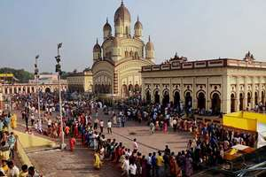Devotees wait in long queues to offer puja at Dakshineswar Kali Temple in Kolkata on the occasion of Kali Puja & Diwali festival.