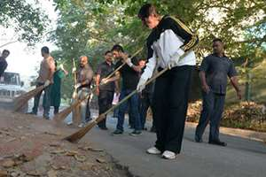 Prime Minister Narendra Modi today appreciated film star Amitabh Bachchan, Indian Hockey captain Sardara Singh and few other personalities who took the broom and participated in Swachh Bharat campaign.