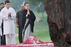 Congress President Sonia Gandhi and Rahul Gandhi paying tribute to former Prime Minister Indira Gandhi on her 30th Death Anniversary at Shakti Sthal in New Delhi.