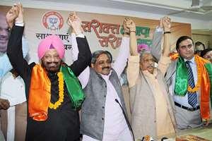 Aam Aadmi Party (AAP) leaders MS Dhir and Harish Khanna join Bharatiya Janata Party (BJP) in presence of Delhi BJP chief Satish Upadhyay, in New Delhi.