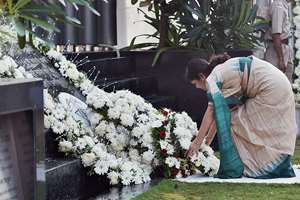 Slain encounter specialist Vijay Salaskar's wife, Smita Salaskar, pays tributes to the victims of 26/11 Mumbai terror attacks on the sixth anniversary of the gruesome incident, in Mumbai.