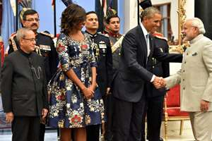 President Pranab Mukherjee and US First Lady Michelle Obama look on as US President Barack Obama shakes hands with Prime Minister Narendra Modi during a banquet hosted at the Rashtrapati Bhavan in New Delhi.