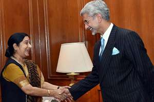 External Affairs Minister, Sushma Swaraj with the newly appointed Foreign Secretary S. Jaishankar as he takes charge at the Ministry of External Affairs, in New Delhi.
