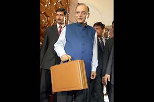 The Union Minister for Finance, Corporate Affairs and Information & Broadcasting Arun Jaitley arrives at the Parliament House to present the General Budget 2015-16, in New Delhi.
