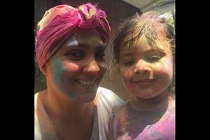 @LaraDutta on twitter: Happy Holi all!!! Missing our pack leader but sending him our love!!:-). Play safe and have funnn!!!!