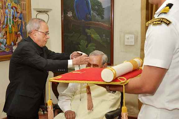President Pranab Mukherjee conferring the Bharat Ratna on former Prime Minister Atal Bihari Vajpayee at his residence, in New Delhi.