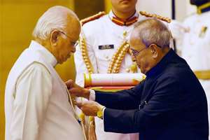 President Pranab Mukherjee presents Padma Vibhushan to Lal Krishna Advani during Padma Awards 2015 at Rashtrapati Bhawan, in New Delhi.