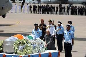 Vice President, Hamid Ansari pays tribute to Dr. APJ Abdul Kalam, in New Delhi.