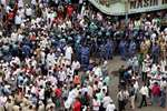 Muslim crowd gathered for Yakub Memon funeral, at Mumbai.