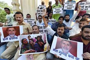All India Majlis-e-Ittehad-ul-Muslimeen (AIMIM) protest against Dadri lynching incident at GPO in Lucknow.
