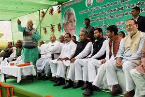 RJD chief Lalu Prasad addressing the party MLAs, Ministers and MPs at a meeting at party office in Patna.