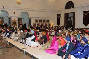 President Pranab Mukherjee, the Vice President, Mohd. Hamid Ansari, the Prime Minister, Narendra Modi and the former Prime Minister, Dr. Manmohan Singh in the Gurbani Recital on Guru Nanak Dev Jayanti, at Rashtrapati Bhawan, in New Delhi.