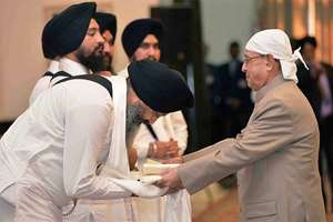 President Pranab Mukherjee being greeted by a Ragi at the Gurbani Recital on the occasion of the 547th Birth Anniversary of Guru Nanak Devji at Rashtrapati Bhawan Cultural Centre, in New Delhi.
